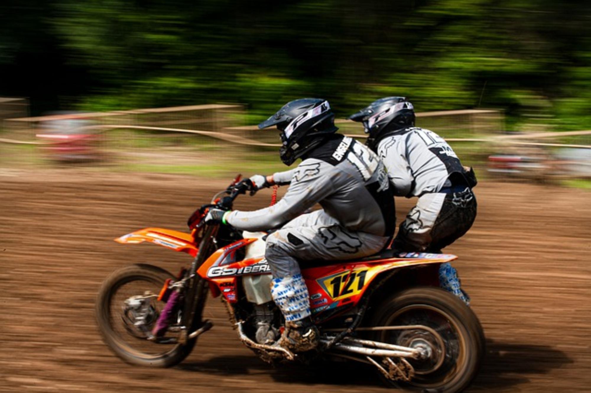 Najlepsza kurtka motocyklowa turystyczna – na co zwrócić uwagę?